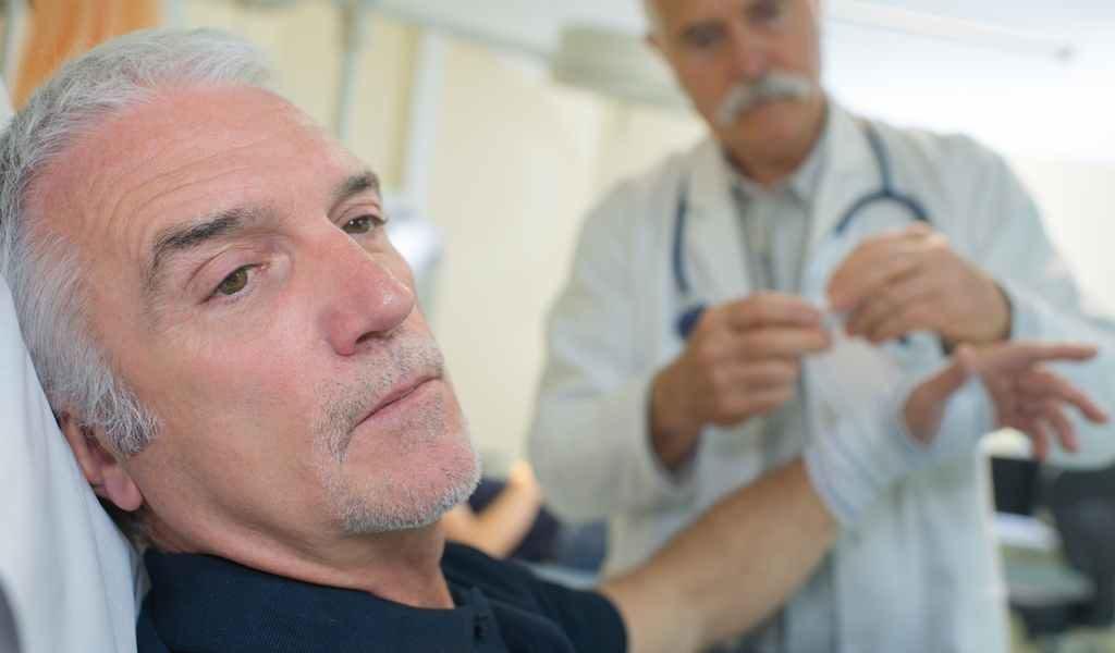 врач нарколог и пациент